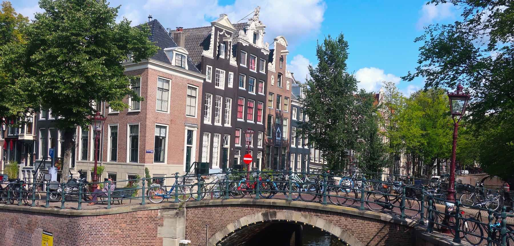 Cheap flight to Amsterdam options